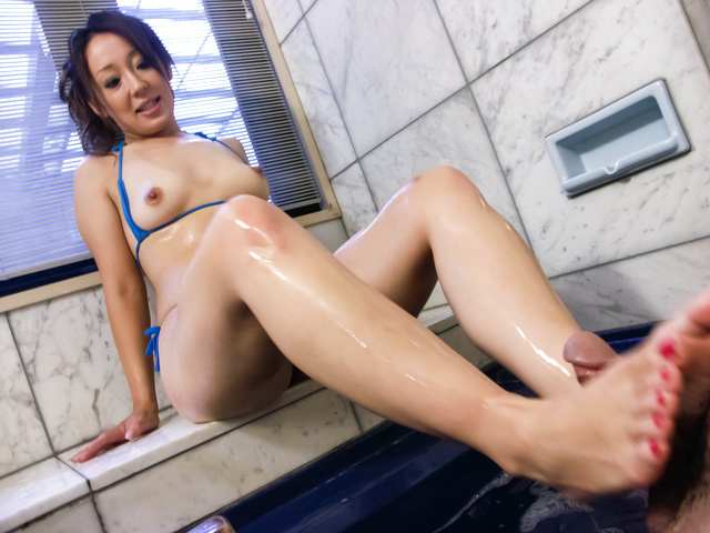 Ruhime Maiori swallows after serious blowjob