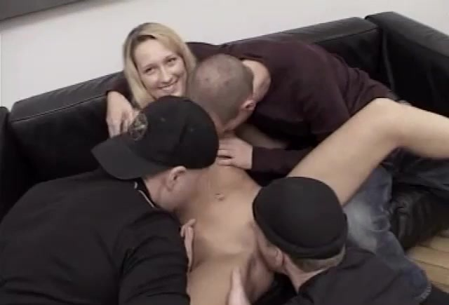 Amateur girlfriend foursome with huge facials