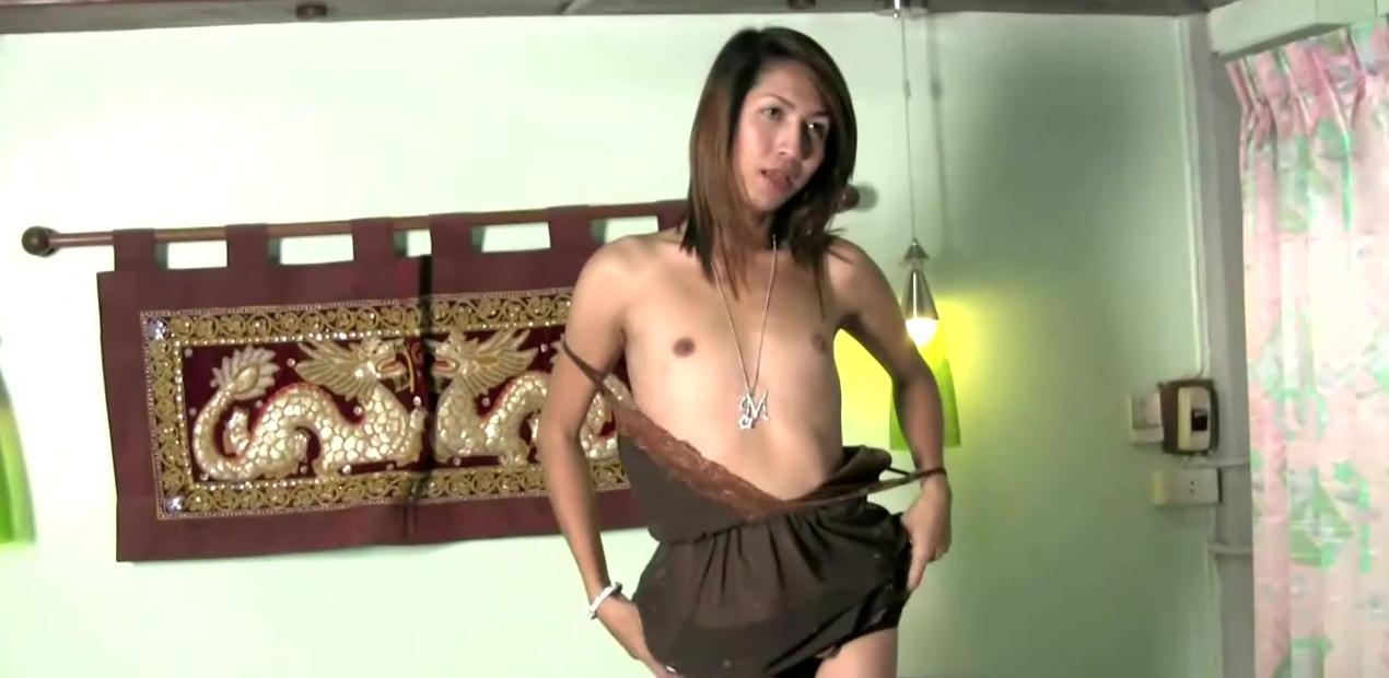 Cute Thai ladyboy spews a cumload while sucking big cock