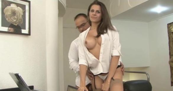 Yasmin и Mateus - отменная транссексуалка