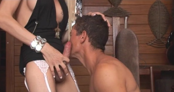Shakira and Flavio shemale fucking guy on video