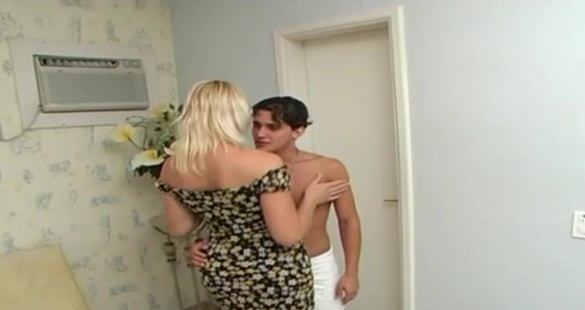 Paulete Lawer shemale dicking boy on video