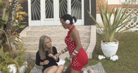 Camila и Sandra - транссексуалка трахает девочку