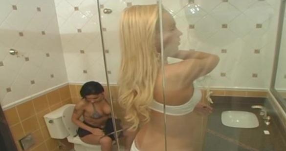 Renata shemale fucking gal on video