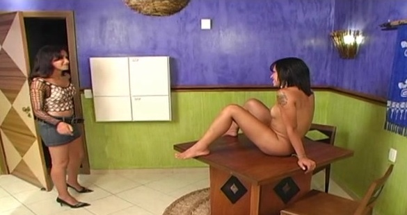 Dryele and Juliana attractive trannies on video