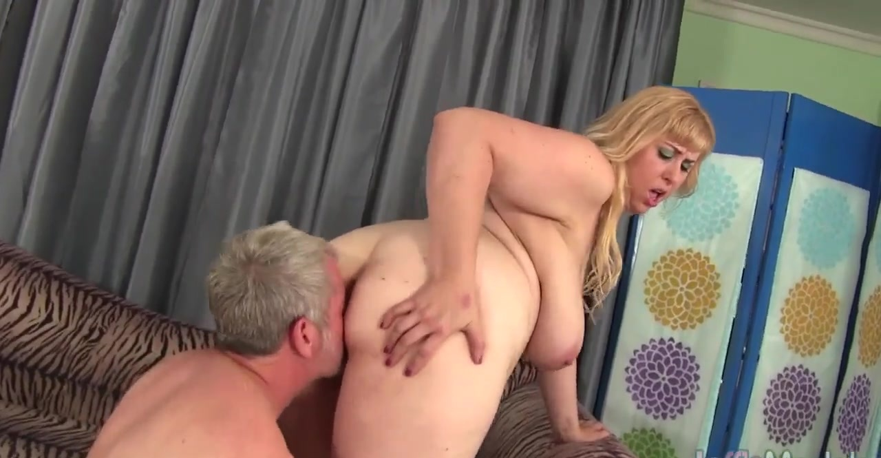 Big titty plumper Amazon Darjeeling gets her asshole drilled