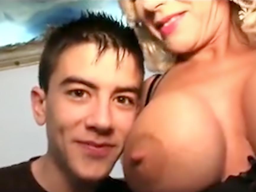 Молоденький Jordi любит милф с большими сиськами